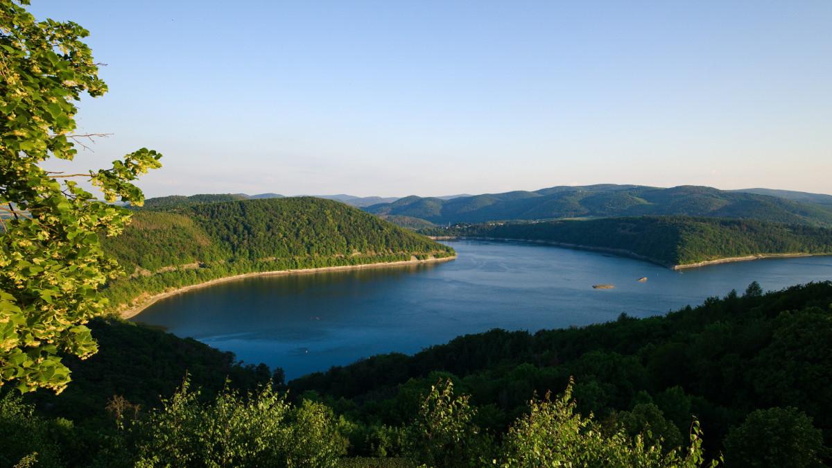 Blick über den Edersee von Waldeck aus